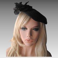 Black Straw Topper Hat Tam Vintage 1940s Velvet Millinery Flower