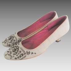 Beaded Linen Shoes Vintage 1940s Ivory Tajerie New York Metal Heels Pumps