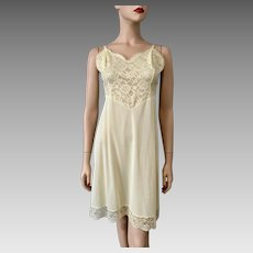 Vanity Fair Yellow Nylon Full Lingerie Slip Vintage 1960s Lace Bust 38