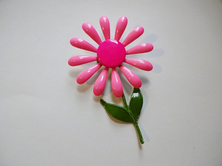Huge pink daisy pin vintage 1960s flower power hippie brooch huge pink daisy pin vintage 1960s flower power hippie brooch mightylinksfo