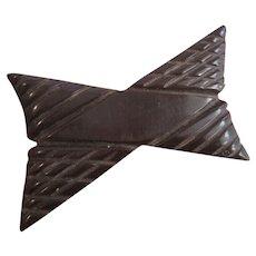 Carved Bakelite Bow Brooch Vintage 1940s Chocolate Brown
