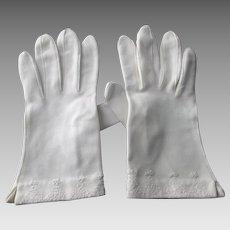 White Wristlet Gloves Vintage 1950s Pinup Wedding Embroidered Bows