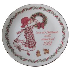 Christmas Holly Hobbie Plate Vintage 1980s Porcelain Love Hanging Wreath Cats