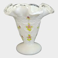 """Fenton Spanish Lace Violets In The Snow 4 1/4"""" Vase"""