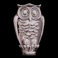 Artistic owl stopper for decanter