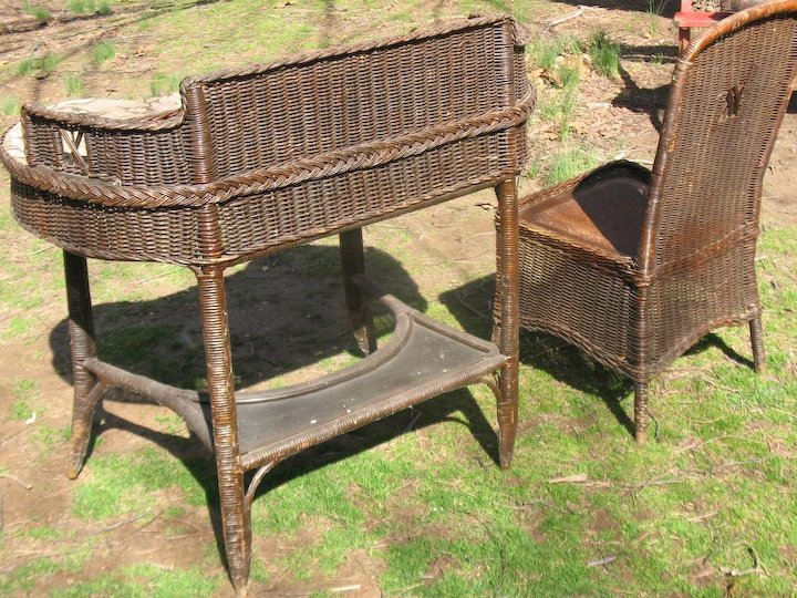 Natural Art Deco Vintage Wicker Desk and Chair Circa 1920's - Natural Art Deco Vintage Wicker Desk And Chair Circa 1920's