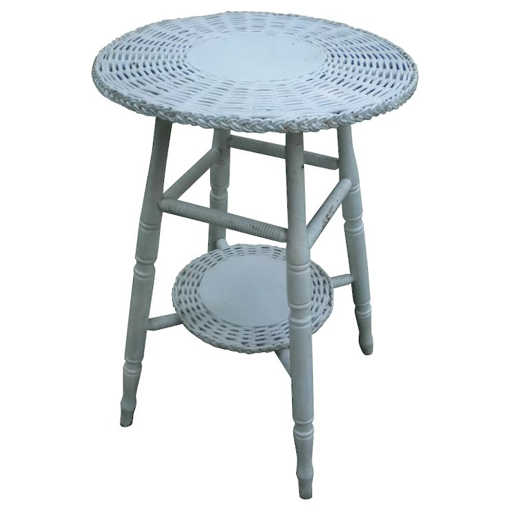 Charmant Vintage Small Round Bar Harbor Wicker Table Circa 1920u0027s