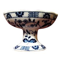 Vintage China Blue and White Pedestal Soap Dish