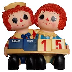 Vintage Rare Raggedy Ann and Andy Dolls Plastic Desk Accessory Calendar and Pencil Holder Circa 1975