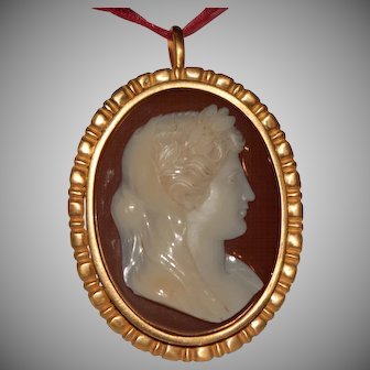 """Veiled woman with laurel wreath"" Georgian agate cameo"