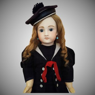 French Market - Mold 136 - 21 Inch Closed Mouth on French Body