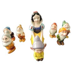 Kneeling Snow White and the 7 Dwarfs Figurines, Walt Disney Productions, Japan