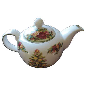 Royal Albert Holiday Classic Collection, Old Country Roses Christmas Teapot, Original Box
