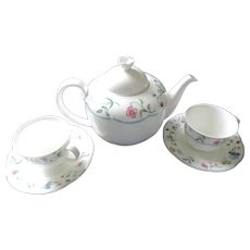 Villeroy & Boch Mariposa Teapot, 2 Cups and Saucers
