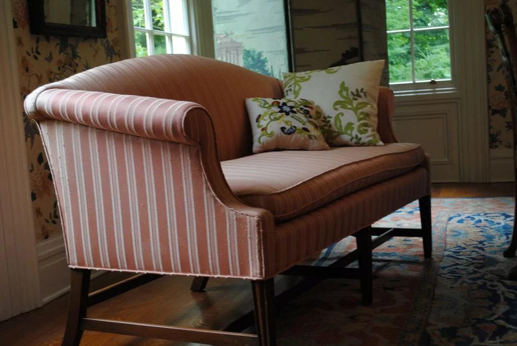 Kittinger Federal Style Mahogany Loveseat Or Small Sofa