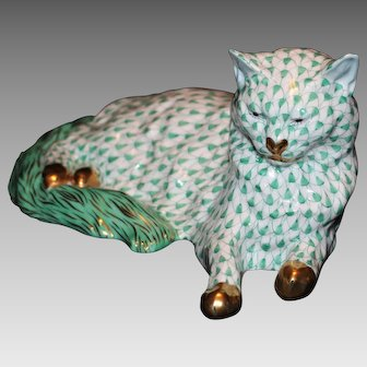 "Herend Green Fishnet 8 3/4"" Reclining Cat"
