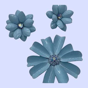 Pretty Pale Blue Set Pin Earrings Flowers with Rhinestones
