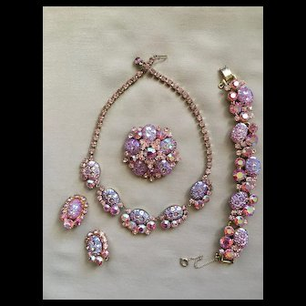 Breathtaking D&E JULIANA Pink Art Glass Parure (Book) Necklace Bracelet Brooch Earrings