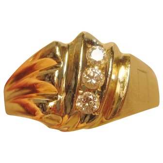 Vintage 3-Diamond Ring in 14K Yellow Gold