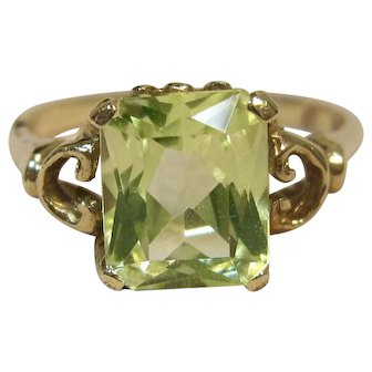 Elegant & Vibrant Quartz Ring in 10K Yellow Gold