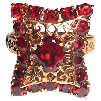Large Vintage 10K Yellow Gold Garnet Fancy Pillow Top Ring Size 7