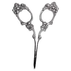 Art Nouveau Sterling Silver Repousse Sewing Scissors Ladies Accessory Aesthetic Victorian