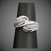 14K White Gold Cross Over Ring Size 5 1/4
