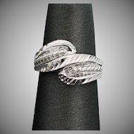14K White Gold Cross Over Ring Size 5 1/4