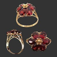 14k YG Red Garnet Ring with Flower Petal Design Size 6 3/4