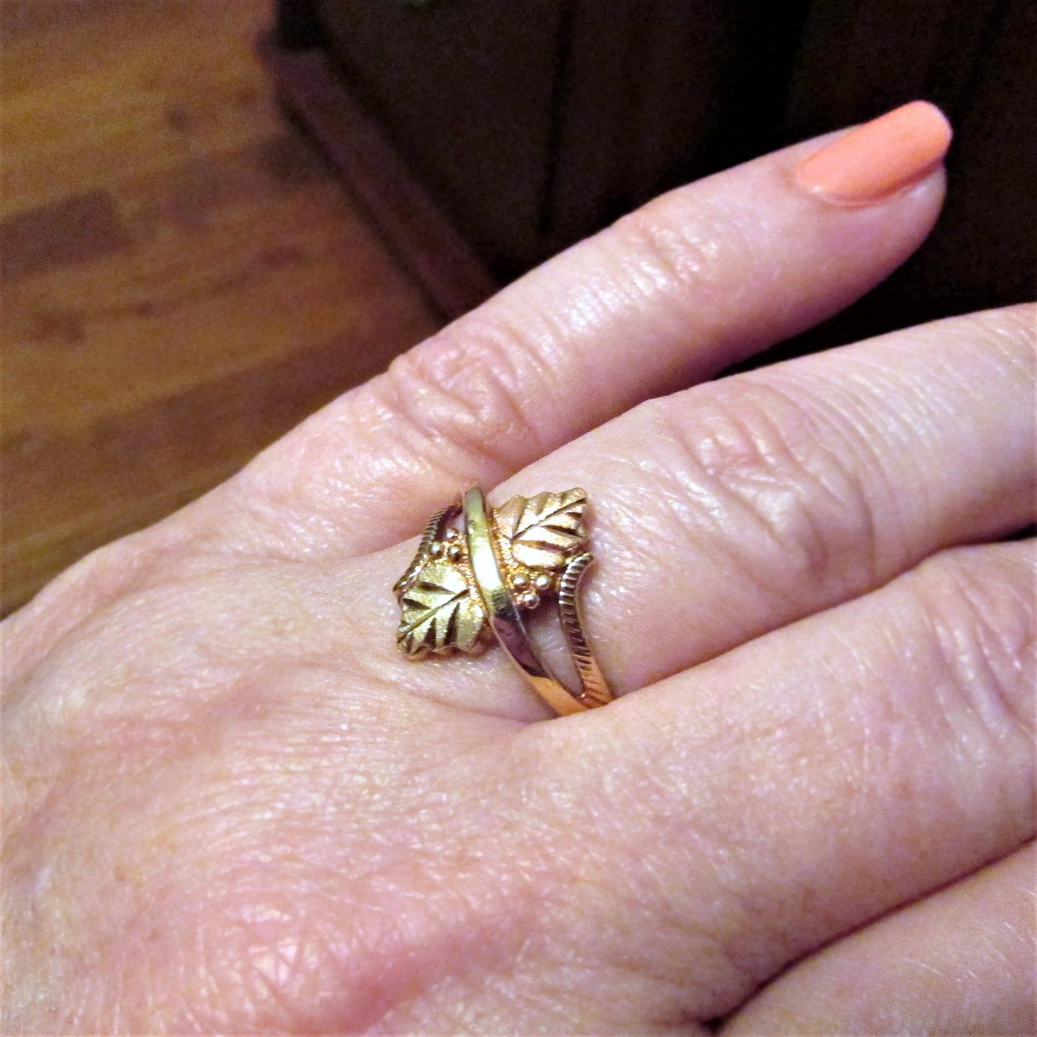 10K Gold Coleman Company Black Hills Gold Ring Size 8 : The Strands ...