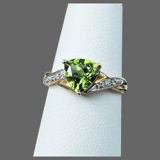 10K YG Peridot & Diamond Ring Size 7 1/4