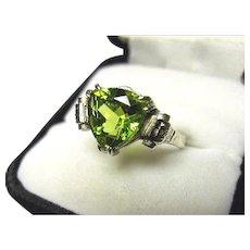 14k Ring - PERIDOT Chartreuse - Natural Fancy Trillion Cut - Vintage White Gold Mtg.