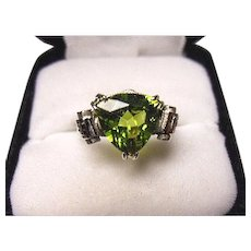 14k Ring - PERIDOT Chartreuse - Natural Fancy Trillion Cut - Vintage White Gold Mtg.