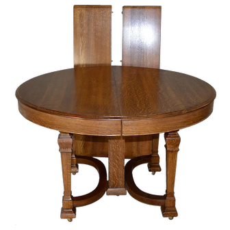 Round Oak Dining Table w/2 Leaves