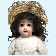 Portrait Jumeau bebe size 8 - beautiful shy face