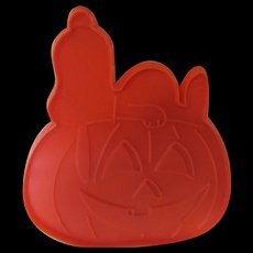 "Snoopy Sleeping on a Pumpkin 1970s ""United Feature Syndicate, Inc. Cookie Cutter"