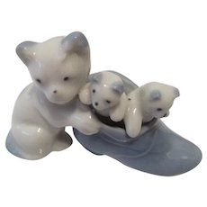 Made in Occupied Japan Pastel Blue and White Cats