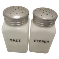 HotPoint Shakers by Hazel Atlas-Salt and Pepper