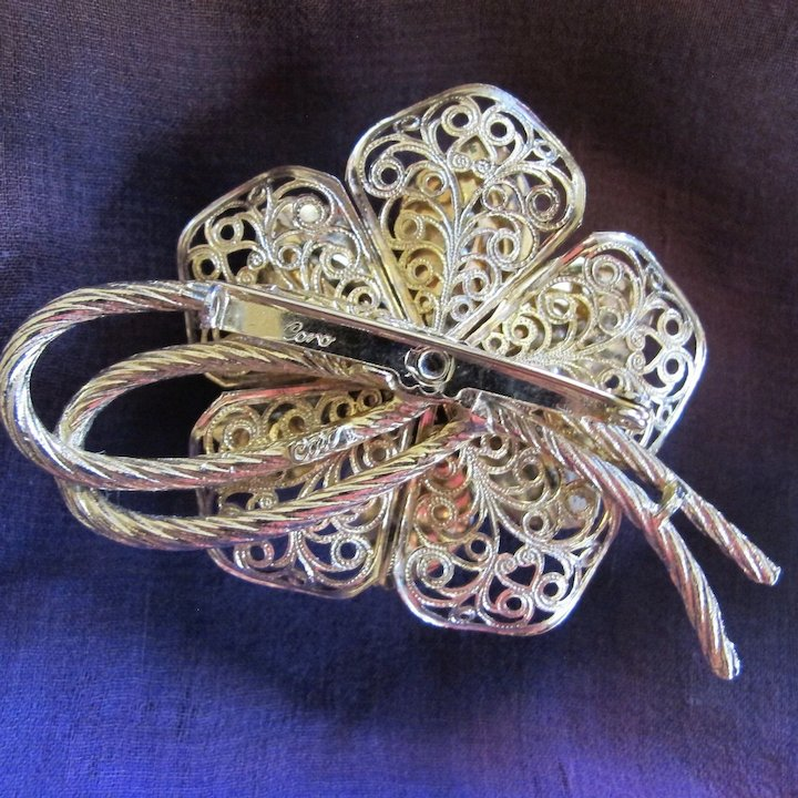 dcf4132a61f Vintage Coro Faux Seed Pearl Flower Brooch - Book Piece : 2Hearts ...