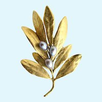 Vintage MMA (Metropolitan Museum of Art) Gold Plated and Freshwater Black Pearl Olive Leaf Pin
