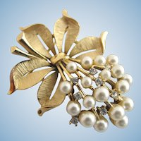 Vintage Trifari Faux Pearl and Rhinestone Flower Cluster Pin / Brooch