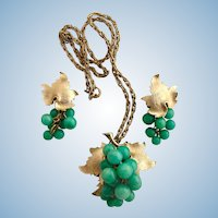 Vintage Green Grape Cluster Pendant Necklace and Earring Set