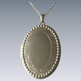 Estate 14k Yellow Gold Oval Picture Locket on 14k Chain Necklace, Engraved on back and Dated 1994