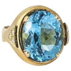 Vintage 18K Yellow Gold Diamond & Blue Topaz Ring
