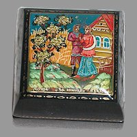 Small Black Lacquer Hand Painted Trinket Box  Scene Is Of  A Couple  Walking Together
