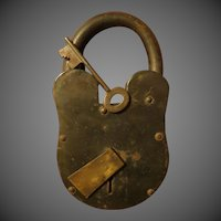 Vintage Large 11 inch heavy Iron Padlock w/key