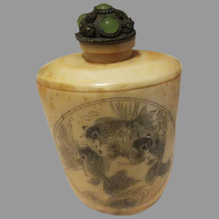 CHINESE RARE SUPERB NATURAL OX HORN CARVED FLOWER SNUFF BOTTLE