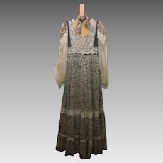 ON SALE GUNNE SAX Vintage flower and lace prairie prom or Wedding Dress