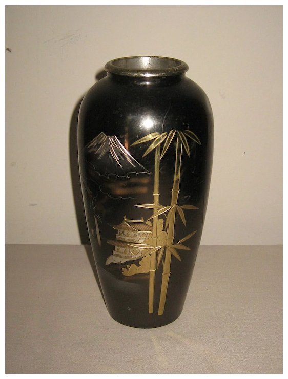 Small Japanese Bronze Vase With A Scene Of Mt Fuji Dynasty