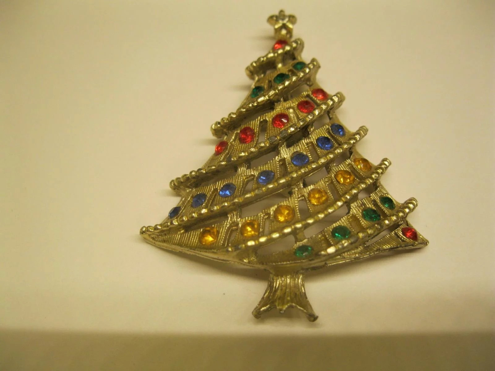 Vintage Unsigned Tiered Jeweled Christmas Tree Pin Broach : The ...